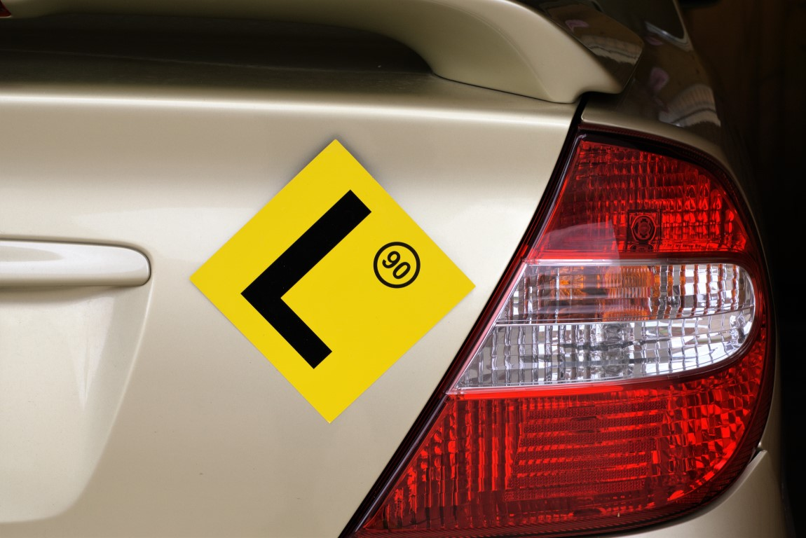Learner driver plate on car