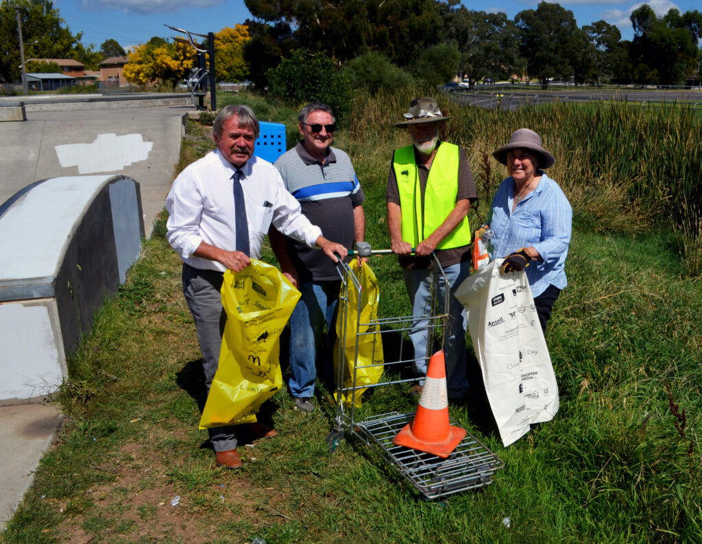 Cr Kevin Duffy, Cyril Smith, Nick King and Rosemary Stapleton get ready for Clean Up Australia Day